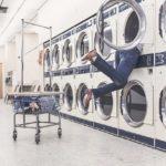 毎日洗えない服の臭いを消す方法!スーツや制服のケア!