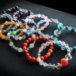 数珠のようなブレスレットはなぜ流行ってる?意味があるの?